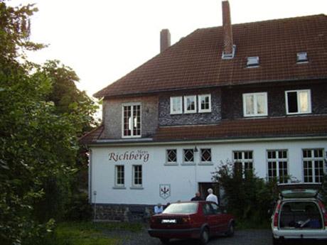 """Symbolbild: Das """"Haus Richberg"""" im Knüll"""