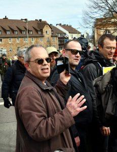 Norbert Hansmann im Vordergrund beim Bedrängen von Gegendemonstrierenden am 20.3.21 in Kassel, Bild: recherche nord